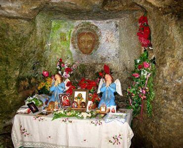 Печерний храм у селі Монастирок