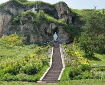 Рукомиський печерний храм