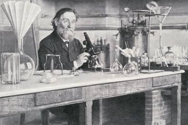 Ілля Ілліч Мечников– Нобелівський лауреат родом з України.